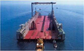 Floating dock of 60 000 m.t. lifting capacity